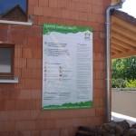 Sentinel-Haus Bautafel an einem Wienerberger Projekt in Frankreich