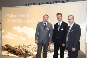 GF Werner Grobauer (links)  und Marketingleiter Werner Sacher heißen das SHI in Person von GF Peter Bachmann willkommen